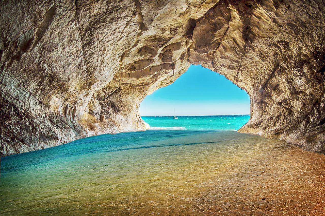 beach-3959845_1280